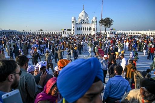 インドのシーク教徒、パキスタンの聖地に歴史的巡礼 専用道が開通