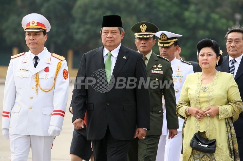 インドネシア大統領、ベトナム訪問切り上げて帰国 地震と噴火を受け