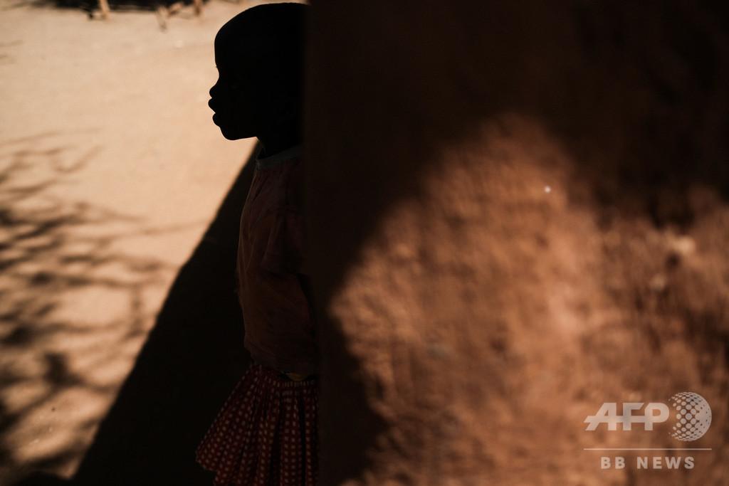 麻酔もなく女性器切除された12歳少女が失血死、執刀医保釈 エジプト