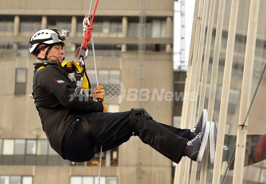 アンドルー英王子、欧州最高層の「シャード」を235メートル降下