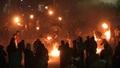 動画:「火の玉」を投げて蹴って! グアテマラの奇祭