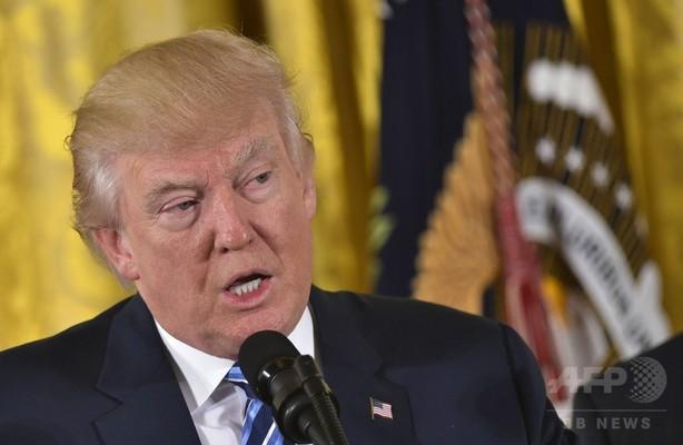 トランプ大統領、初仕事はデモとメディアへの批判