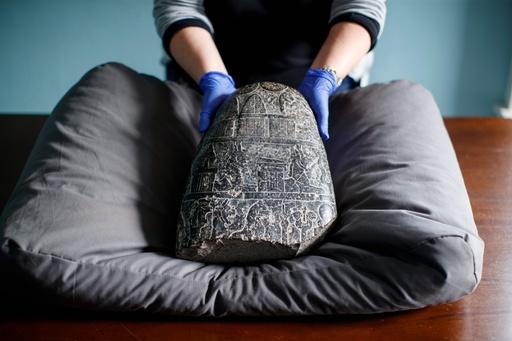 イラク戦争中に盗難、英国が古代バビロニアの石板を返還