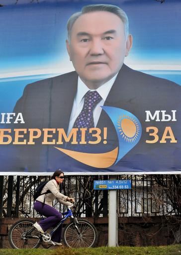 カザフスタン、国語表記をキリル文字からラテン文字に変更へ