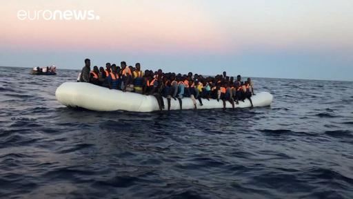 動画:イタリアとマルタが入港拒否した移民救助船、スペインが受け入れ表明