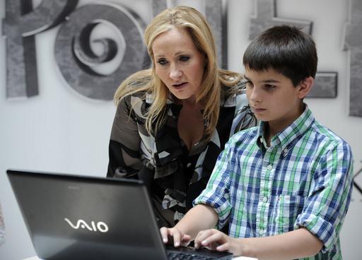 子どもの読書、紙面よりも電子画面が初めて多数派に 英調査