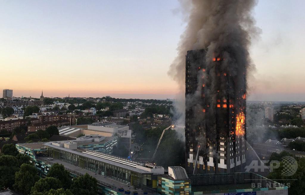 英タワー火災、安全性の懸念無視か 住民「大量殺人だ」と怒り