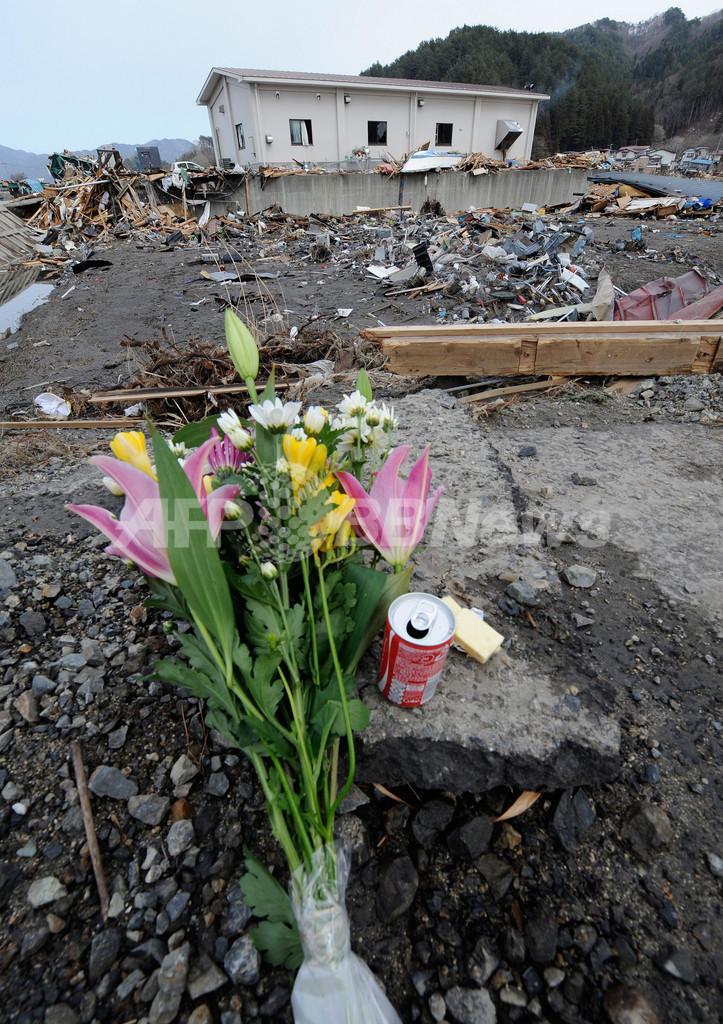 東北地方太平洋沖地震から2週間、死者1万人超す