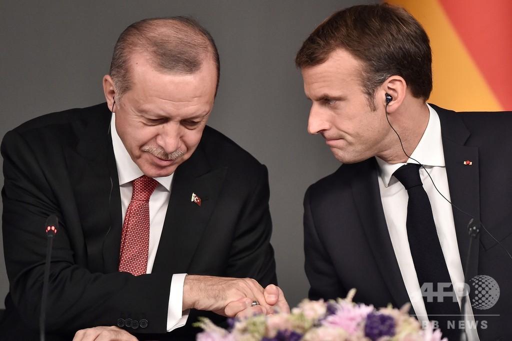 シリアで「テロ組織を支援」、トルコがマクロン仏大統領を非難