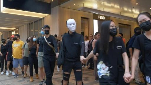 動画:香港民主派、覆面禁止法を無視してゲリラデモ