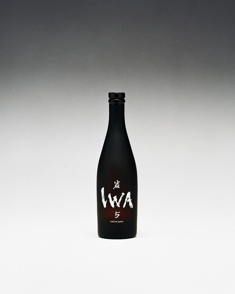 ドン ペリニヨンの元醸造最高責任者による新しい日本酒ブランド「IWA」が誕生