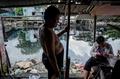 「黒い運河」の不法居住者、再開発で立ち退きへ ベトナム
