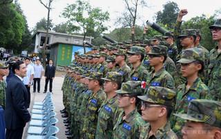 台湾軍中佐が無断で基地見学ツア...