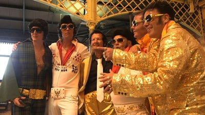 動画:「エルビス特急」でいざプレスリー生誕祭へ、豪にファン集結