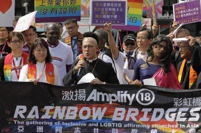 台北でアジア最大のLGBTパレード、外国人も含め13万7000人参加