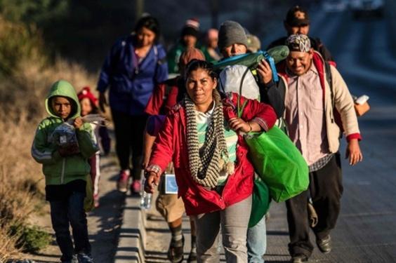 中米移民2000人超、対米国境に到着 地元民からは冷たい歓迎