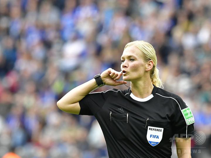 女性主審が欧州主要リーグの試合を初担当、ブンデスで適切なジャッジ