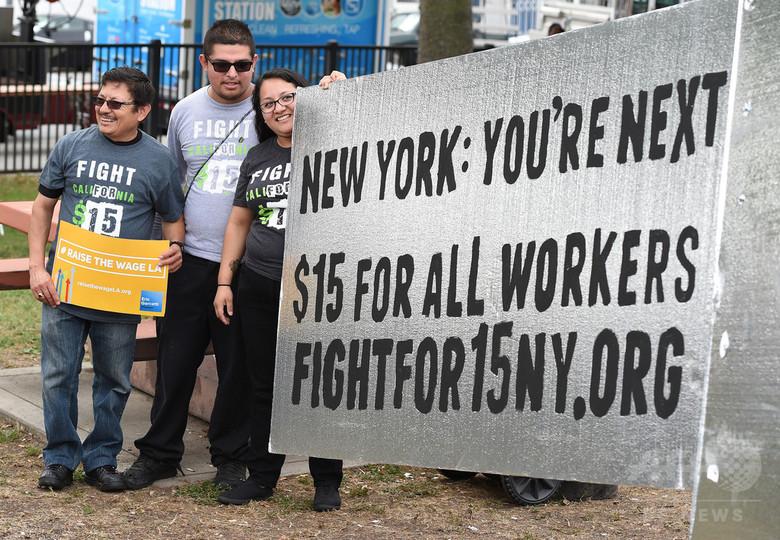 米ニューヨーク市、最低賃金を時給15ドルに引き上げへ