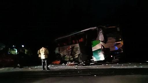 動画:インドネシアでバス乗客がハンドル奪い多重事故 12人死亡、43人負傷 現場の映像