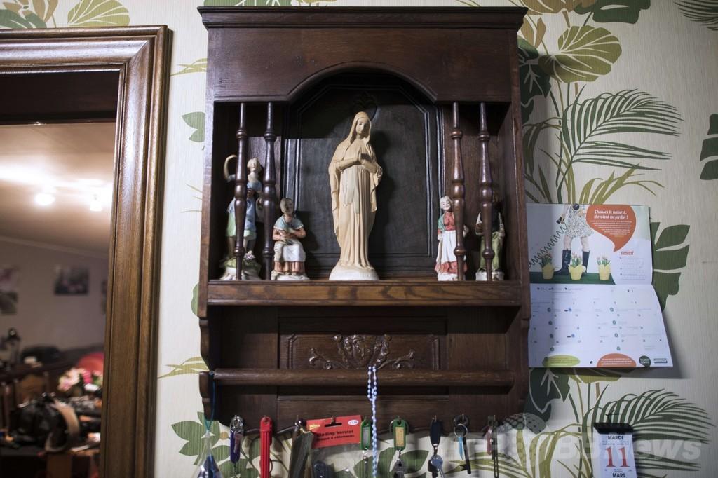 暗闇で光る聖母マリア像、ベルギーの静かな町に出現