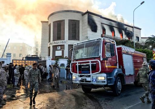 リビア首都の外務省庁舎に襲撃、 3人死亡