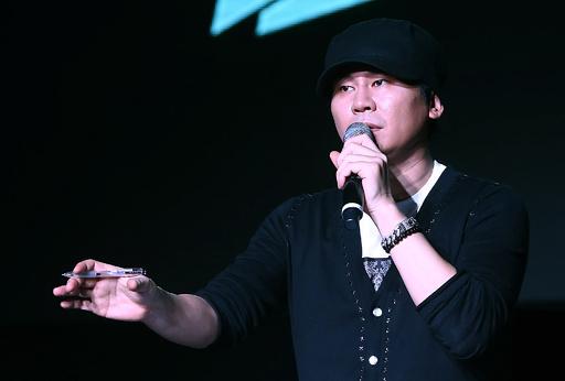スキャンダル相次ぐ韓国大手芸能事務所、代表が突如辞任