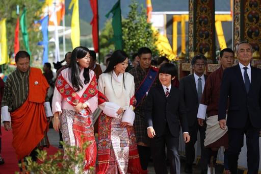 秋篠宮ご夫妻と悠仁さま、ブータンに到着
