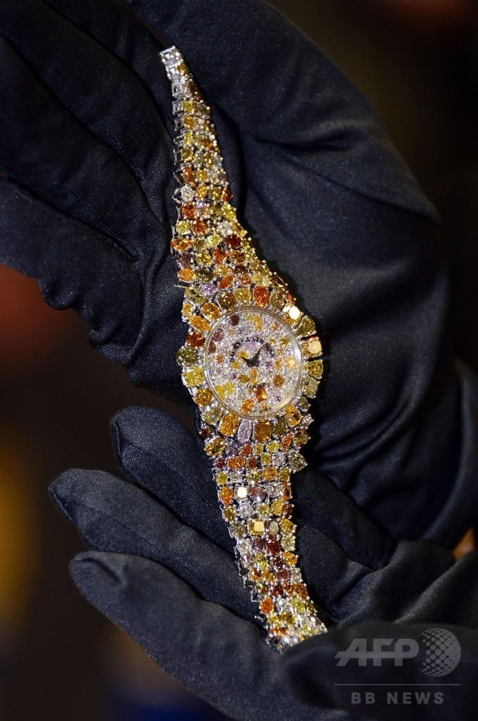 【画像】時計フェアで4億円の腕時計を公開中。 なぜ「○億円の腕時計」はこうなってしまうのか