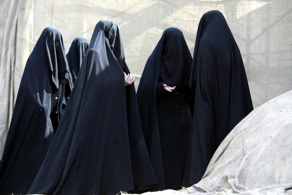 ブルカ姿で拘束の「自爆犯」、不倫用の変装と判明 トルコ