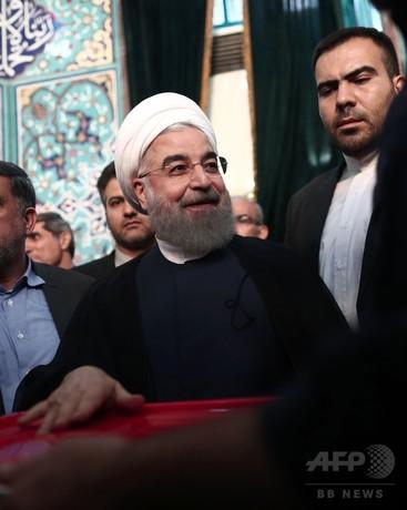イラン大統領選、ロウハニ氏がリード 地滑り的勝利の可能性も