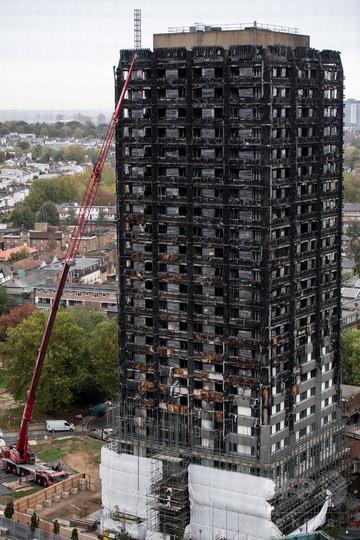 英警察、高層住宅火災の死者数は70人と結論付ける