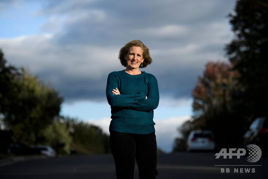 トランプ氏の車列に中指立てて解雇の女性、米地方選で当選