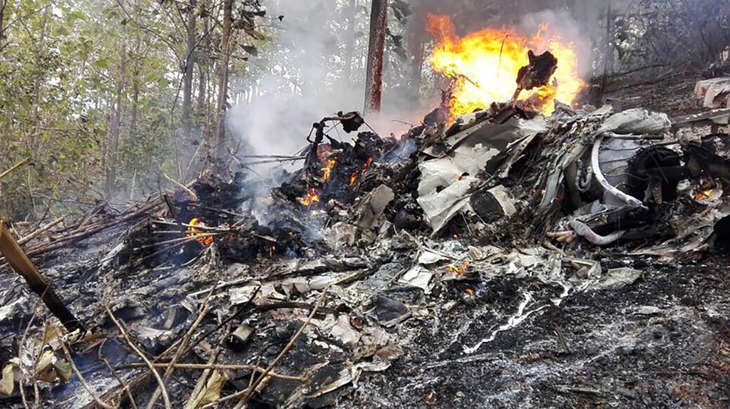 コスタリカで小型機墜落、米国人観光客ら12人死亡