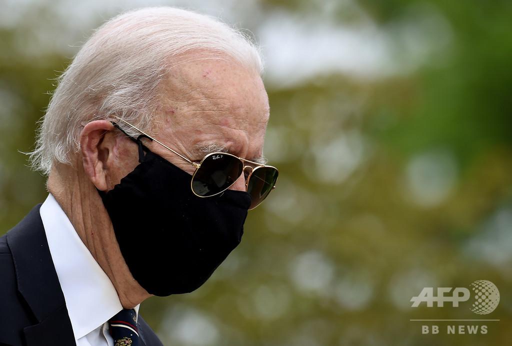 バイデン氏、マスク着用やゆした米大統領は「全くの愚か者」