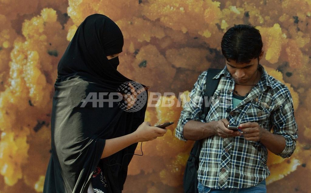 インド女性に広がる護身用アプリ、集団強姦事件背景に