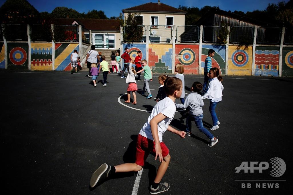 フランス初、公立学校で制服導入 背景に「格差」問題