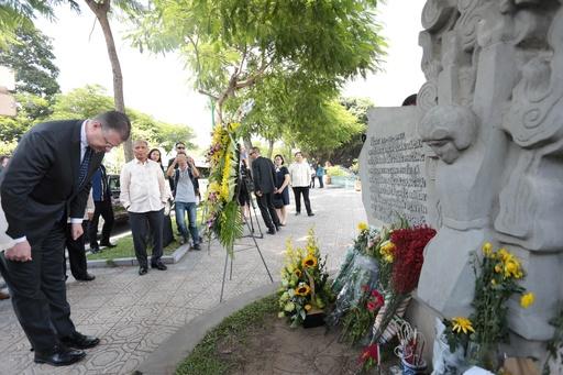 ベトナムも元捕虜のマケイン氏を追悼、米越関係修復に尽力