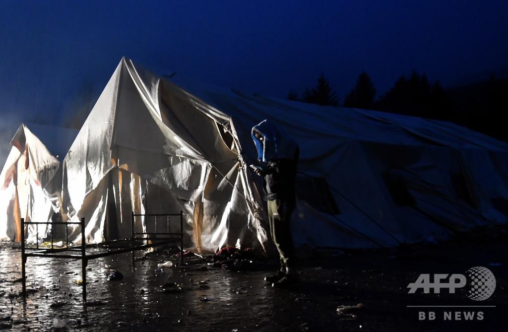 移民受け入れ施設で未成年者らをレイプ、移民6人逮捕 ボスニア