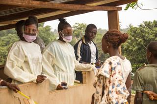 エボラ予防措置めぐり住民が警察と衝突、3人重傷 シエラレオネ