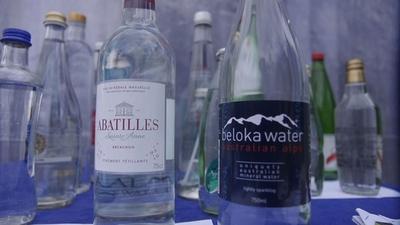 動画:ボトル入り飲料水のテイスティング大会、世界の水ソムリエが参加