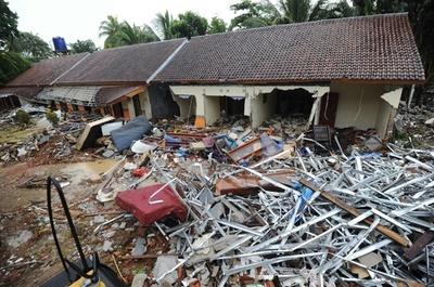 インドネシア津波、死者373人に 不明者の捜索続く