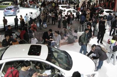 中国、自動車の生産・販売台数28年ぶりマイナス 政府「悪いことではない」