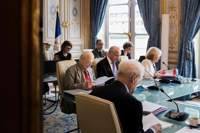 フランス憲法に文法ミス、60年越しの修正を右派議員ら要求