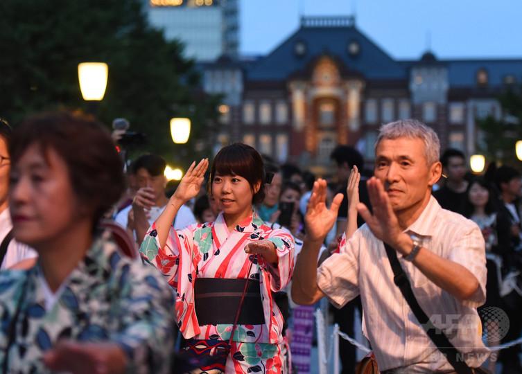 浴衣OLのあで姿!丸の内で盆踊り大会 東京 写真13枚 国際ニュース ...