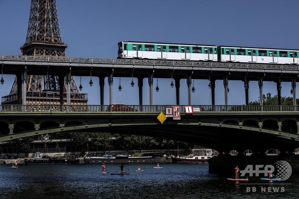 無人運転のパリ地下鉄、停車せずに3駅通過 利用者に不安広がる