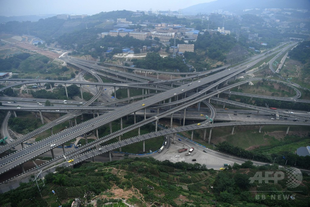 複雑すぎる立体交差橋が完工、重慶