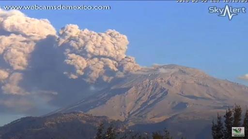動画:メキシコ・ポポカテペトル山が再噴火 噴火の瞬間を捉えた映像