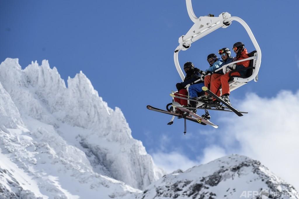 スキー場の営業OK、でもリフトは禁止 仏政府指針にリゾート地激怒