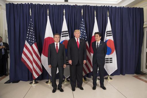 トランプ大統領、米朝会談後に日韓首脳と電話会談