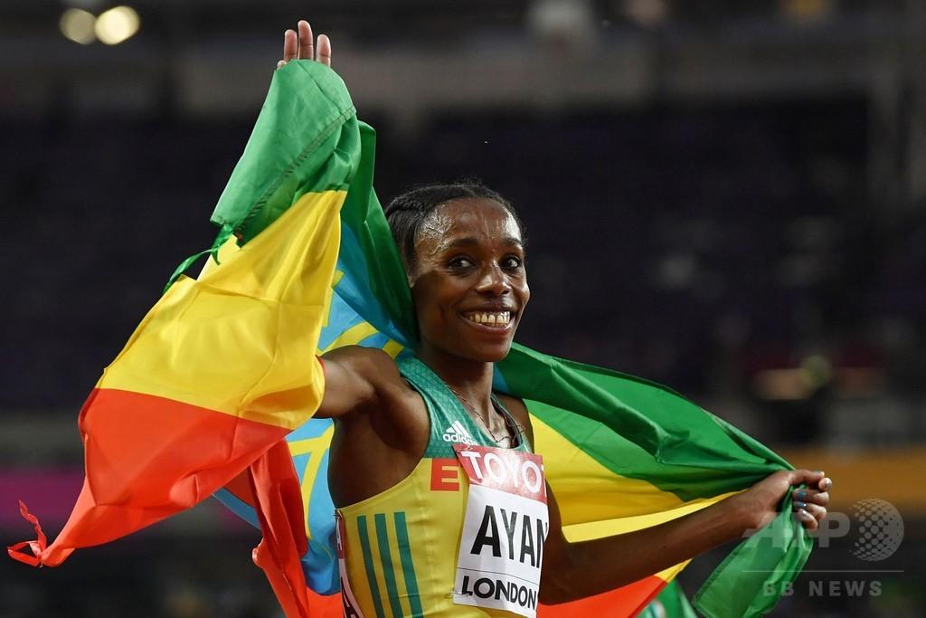 リオ五輪金のアヤナが圧倒的な差で女子1万m制覇、世界陸上